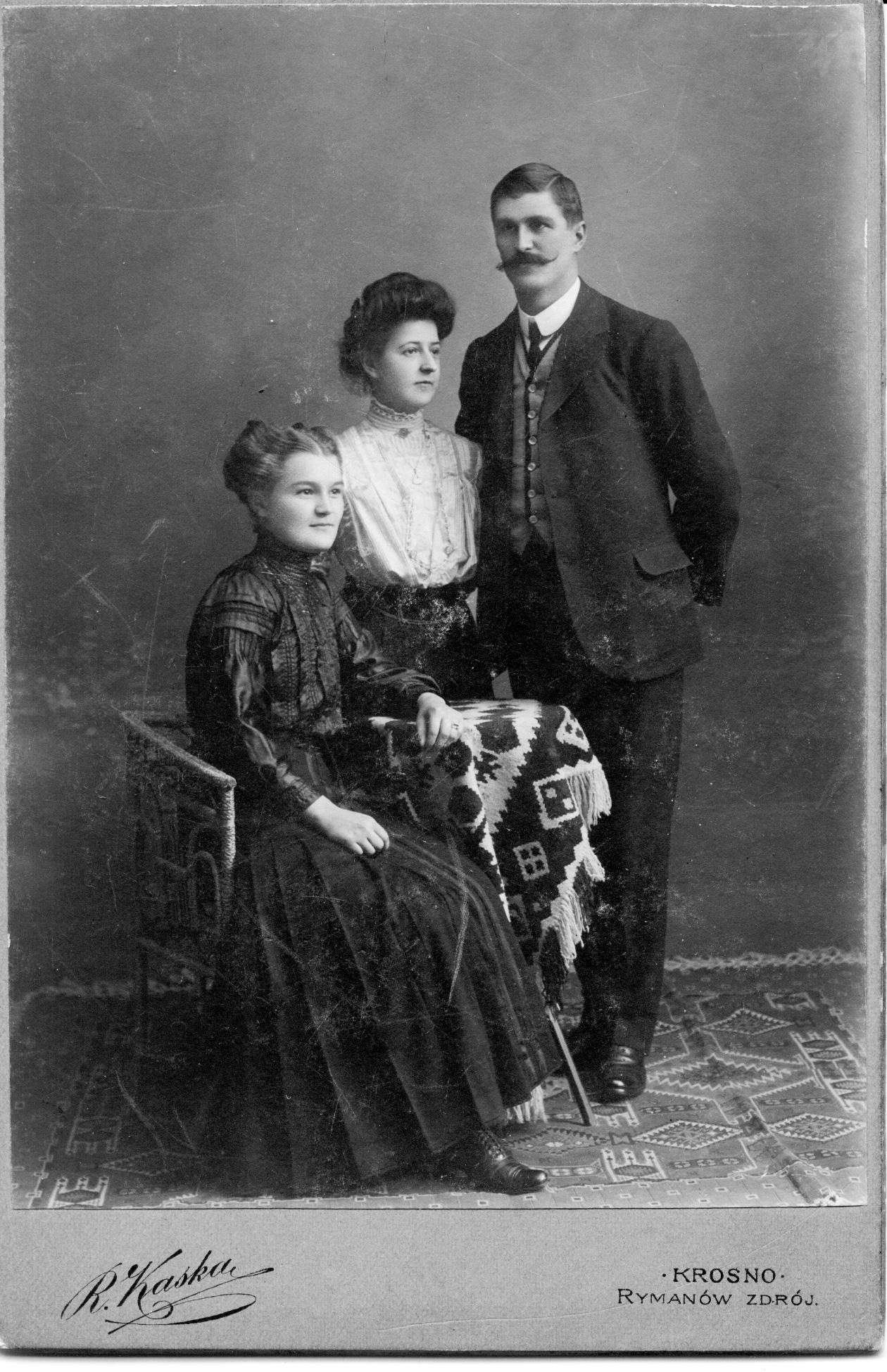 Ernest, Olive Perkins, Catherine Nicklos