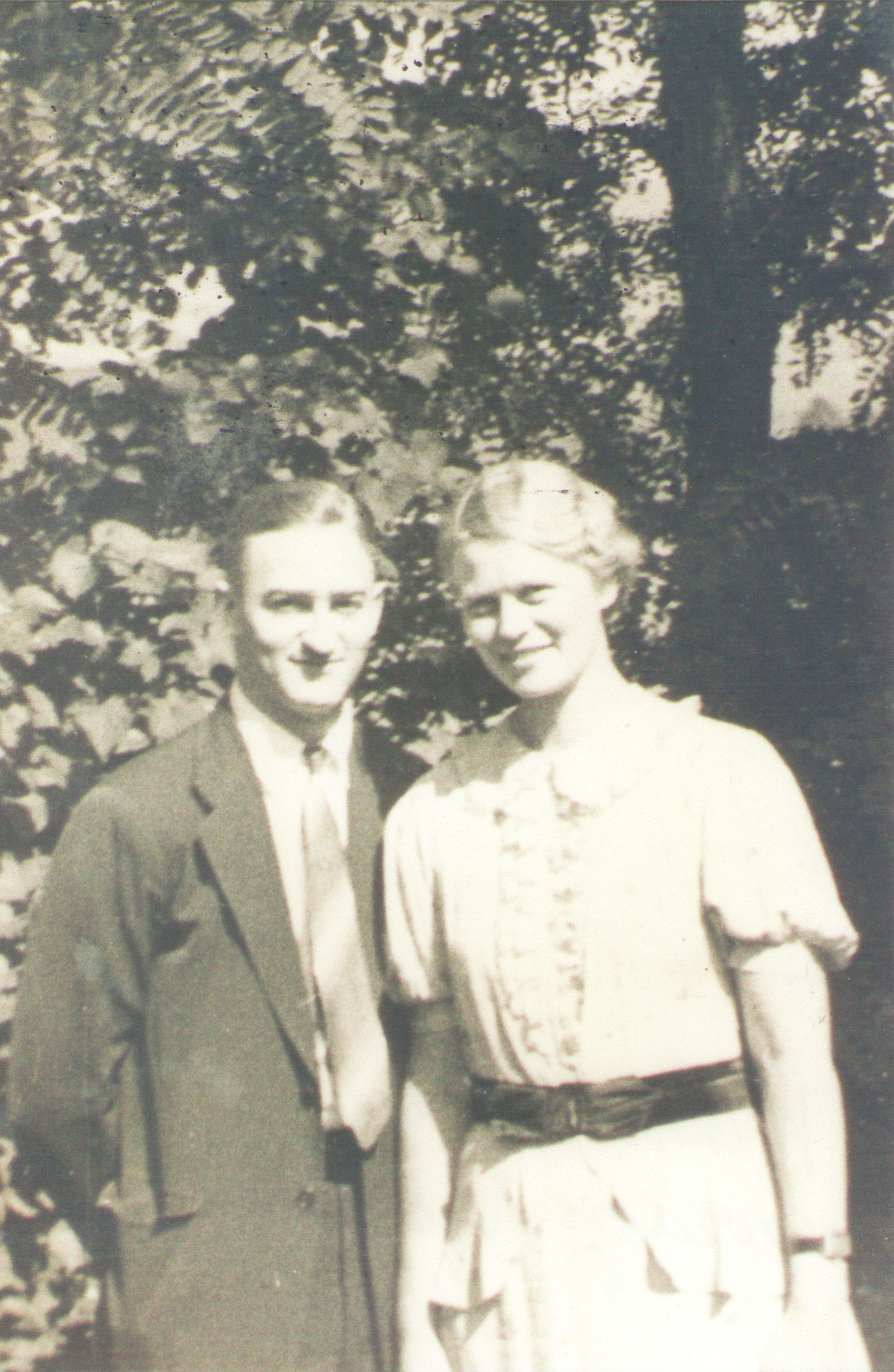 19370000 Gordon Nicklos & Winnie Bulicek
