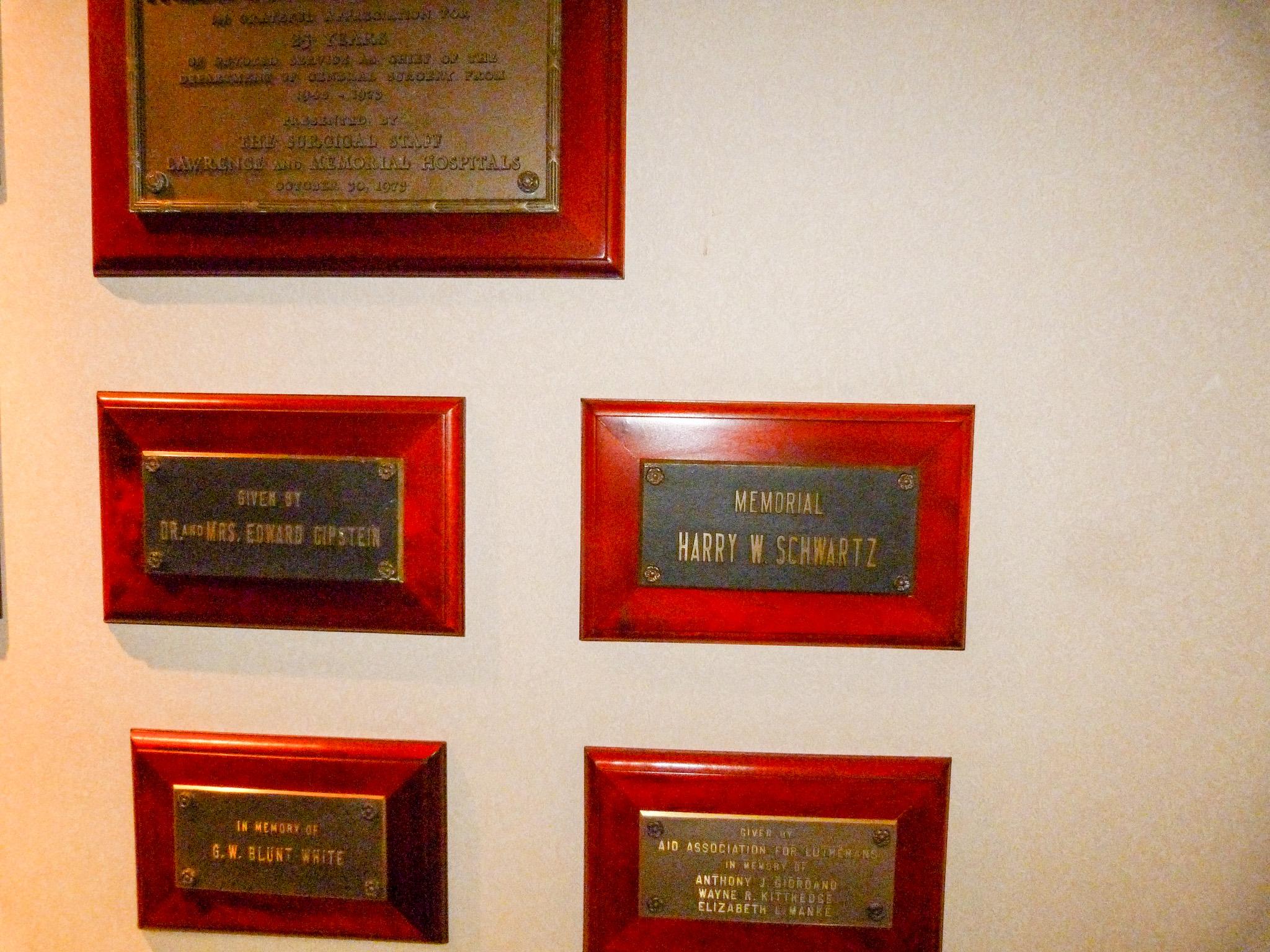 Memorial plaque to Harry Schwartz