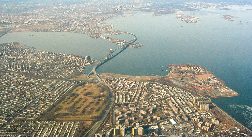 Aerial photo of Throgs Neck Bridge