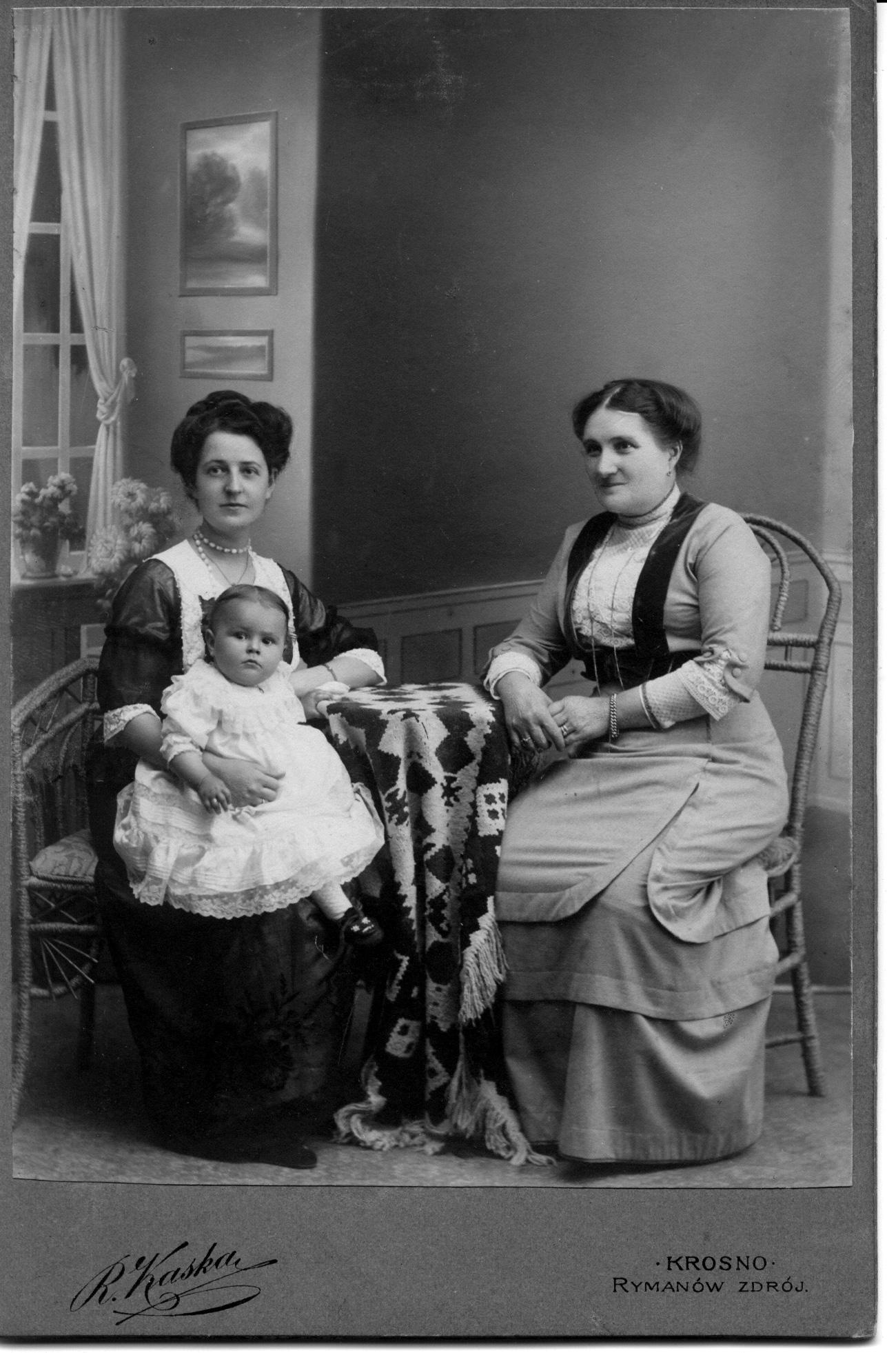 Winifred, Olive Perkins & Jessie Nicklos in 1912